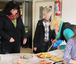 Für das leibliche Wohl sorgten Mitglieder des Reitervereins Wodan Damm. Foto Scheffler