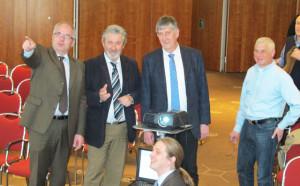 An der Vorstellung der Absichten und bisherigen Maßnahmen des Klimaschutzkonzeptes beteiligten sich aktiv Boris Dresen (sitzend), Dr. Ing Hartmut Pflaum, Friedhelm Koch und Bürgermeister Ernst-Christoph Grüter (v.l.). Foto Scheffler