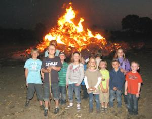 Am Ostersonntag wurde das Brichter Osterfeuer angezündet. Foto Scheffler