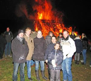 Viele Jugendliche kamen zum Gahlener Osterfeuer. Foto Scheffler