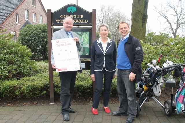Wir bewegen Schermbeck! Hans Kutscher (GSV) Ursula Paul, Präsidentin Golfclub Weselerwald und Schirmherr Olaf Thon stellten das Programm vor