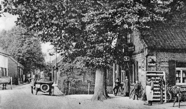 Als 1927 ein Handelsvertreter mit seinem nagelneuen Sportwagen auf der Kirchstraße hielt, konnte kaum jemand ahnen, dass sich noch in den 1980er-Jahren an derselben Stelle vor der Eröffnung der Umgehungsstraße ein nahezu unerträglicher Verkehr entwickeln würde. Repro Scheffler