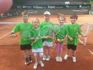Die Mannschaft mit den Kindern ( v.l.) Florian Hemmert, Sophie Winter, Hannah Eifert, Rabea Dierks und Frederik Pannenbäcker haben in dieser Saison alle Spiele überlegen gewonnen.