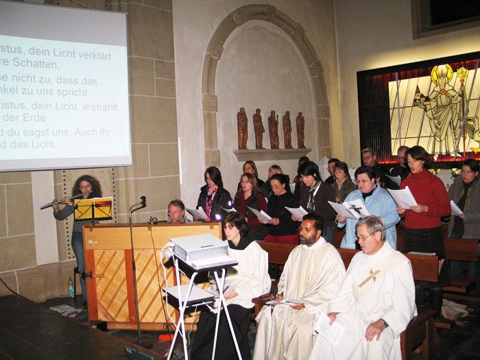 Pater Antony gründete den Schermbecker Taizé-Kreis. Regelmäßige Taizé-Gottesdienste - wie hier am 19. Mai 2005 - wurden in der Ludgeruskirche angeboten. Fotro Scheffler