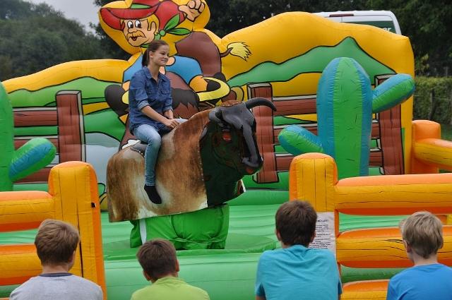 Bullenreiten - Spaß für große und kleine Cowboys-Girls