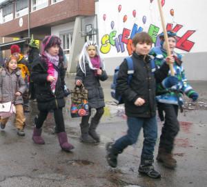 Auch im Jahre 2013 vertrieben Jungen und Mädchen der Gemeinschaftsgrundschule den Winter. Archivfoto: Helmut Scheffler