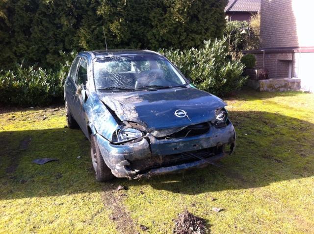 Es war einmal ein alter Opel...Blitzeis machten dem PKW den Garaus.