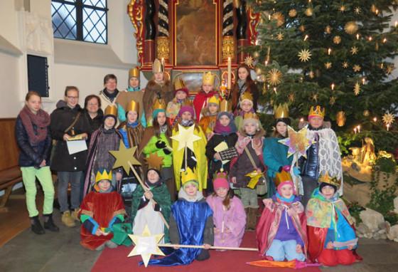20 Gahlener Sternsinger kamen gestern Morgen zur Aussendungsfeier in die Gahlener Dorfkirche. Foto Scheffler