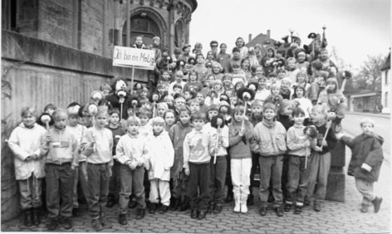"""88 Kinder beteiligten sich an der unter dem Motto """"Ich bin einmalig"""" stehenden Kinderbibelwoche der Ludgerusgemeinde, die von der Pastoralreferentin Monika Hölker geleitet wurde. Foto: Helmut Scheffler"""