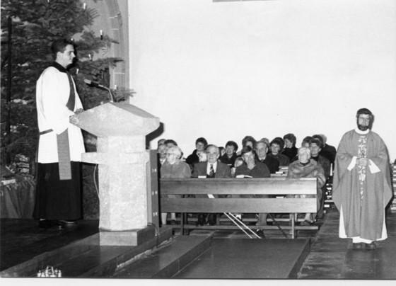 Der neue Diakon Peter Boßmann (l.) stellt sich in der Ludgerusgemeinde vor. Foto: Helmut Scheffler