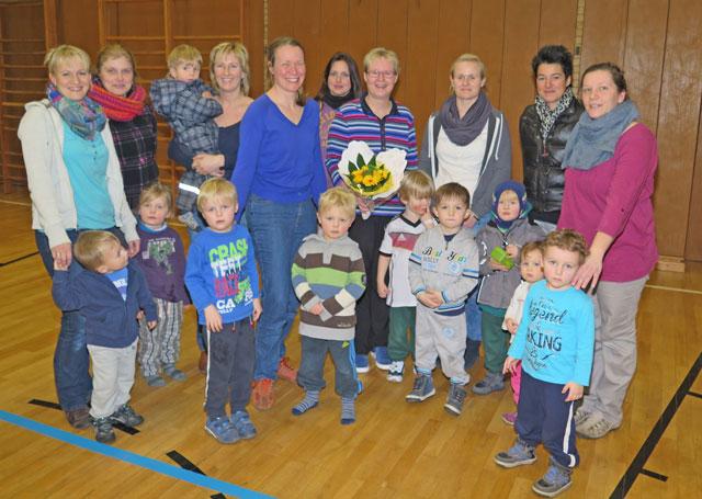 Gertrud Heikappell erhielt am Ende des Kurses einen Blumenstrauß für ihre 20-jährige Tätigkeit als Übungsleiterin. Foto Scheffler
