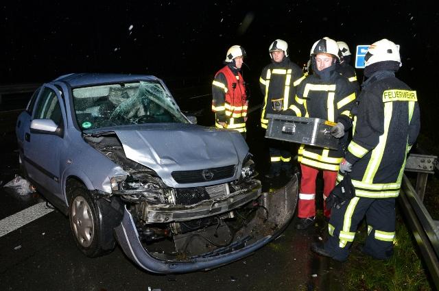 Schwerer Unfall auf der A 31 mit drei teils schwerverletzte Pers