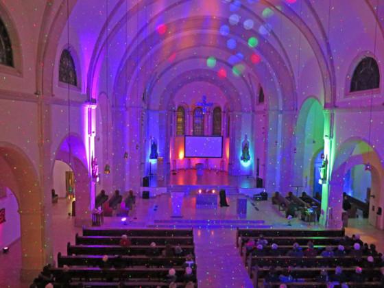In ein Meer von Farben und Klängen tauchte die Schermbecker Ludgeruskirche am Freitag- und Samstagabend ein. Foto Scheffler