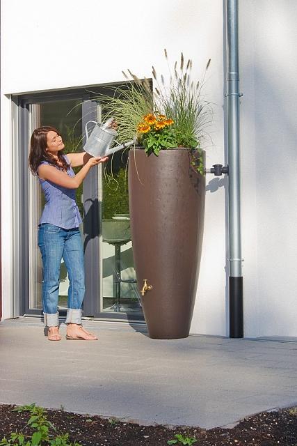 mit pflanzschale regenwasserbeh lter versch nern. Black Bedroom Furniture Sets. Home Design Ideas