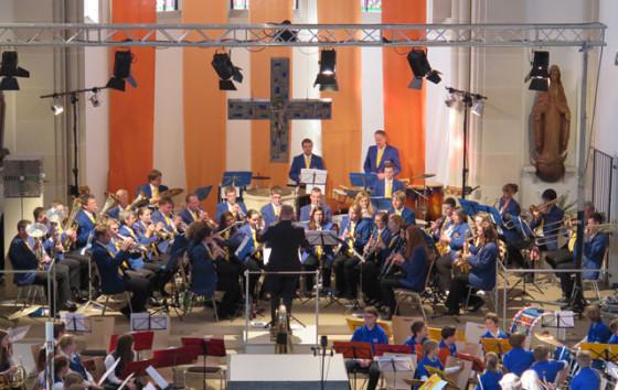 """Mehr als 90 Musiker dreier Gruppen der Blaskapelle """"Einklang"""" begeisterten am Sonntag in der Ludgeruskirche mit ihrem Konzert etwa 400 Besucher. RP-Foto Scheffler"""