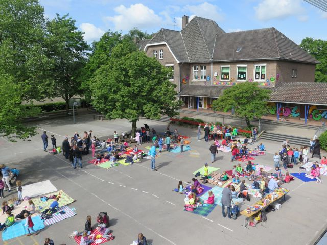 Auf dem Schulhof der Gemeinschaftsgrundschule Schermbeck
