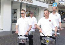 Die Trommler laden zum Schützenfest ein.