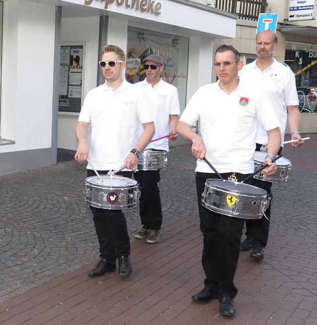 2014: Die Trommler laden zum Schützenfest ein. Archivfoto Helmut Scheffler