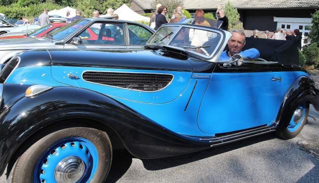 Stolzer Besitzer eines BMW 327 Cabriolet aus dem Jahre  1941 ist der Remscheider Klaus Picard