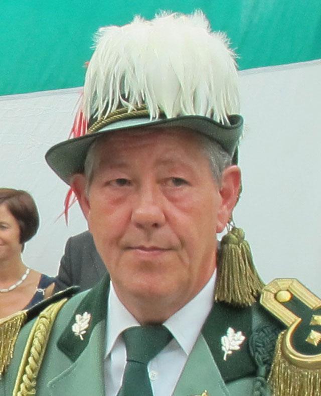 <b>Klaus Schürmann</b> bleibt Oberst der Gahlener Schützen. Foto: Helmut Scheffler - 09.06.2013-103