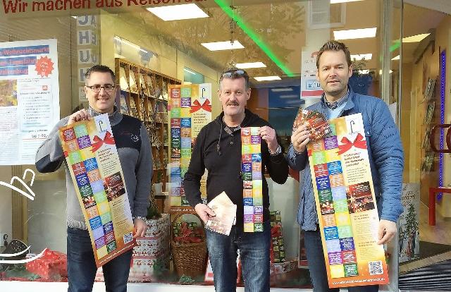 Foto: Die WG-Vorstände Frank Herbrechter, Heinz-Günther Dräger und Oliver Wirtz (v.l.n.r.) präsentieren stolz die Adventskalender.