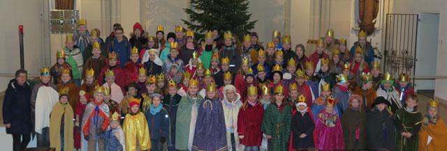 Etwa 100 Schermbecker Kinder beteiligten sich am Samstag an der Schermbecker Sternsingeraktion. Vor dem Gang durch die Gemeinde nahmen sie an einem Aussendungsgottesdienst in der Ludgeruskirche teil. Foto: Helmut Scheffler