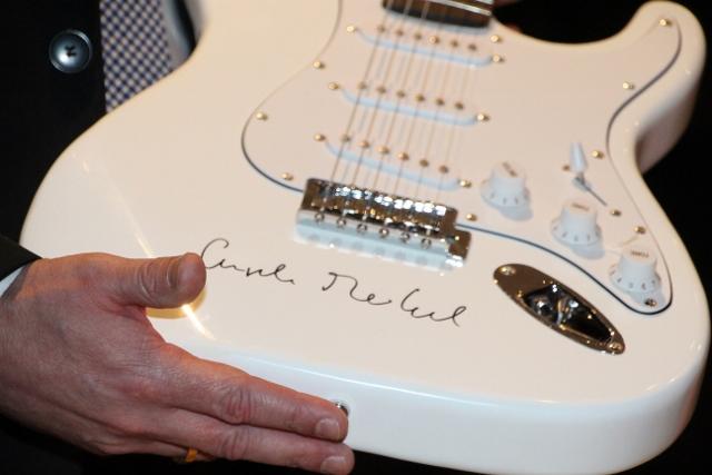 Angela Merkel signierte Gitarre Gitarre von Bürgermeister Rexforth