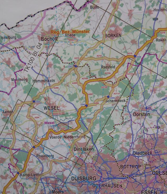 Die Karte zeigt die favorisierte Trasse (dunkelgelb) und die alternativen Trassen (hellgelb) der geplanten Gasleitung. Foto: Helmut Scheffler