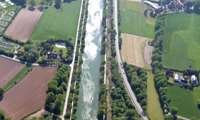 Eine eventuell erforderliche Gahlener Unterkunft für 120 Flüchtlinge soll auf der hellen Ackerfläche südlich (r.) des Wesel-Dattel-Kanals errichtet werden. Luftbild: Helmut Scheffler, 12. Mai 2016.