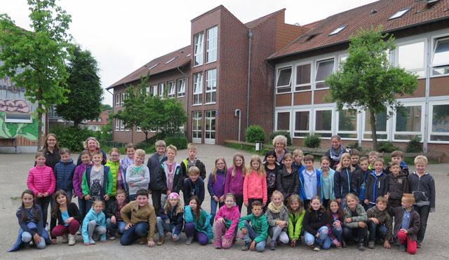Schermbecker Grundschüler durften in der Gesamtschule naturwissenschaftliche Experimente durchführen. Foto: Helmut Scheffler