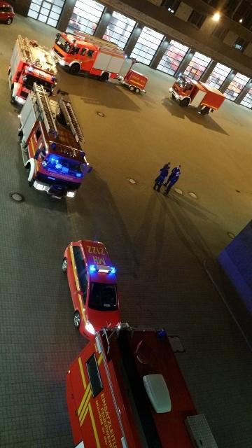 Die Feuerwehr Mülheim an der Ruhr unterstützt den Kreis Wesel im Rahmen der Feuerwehrbereitschaft mit 11 Einsatzkräften der Berufsfeuerwehr sowie 24 Kameraden der Freiwilligen Feuerwehr.