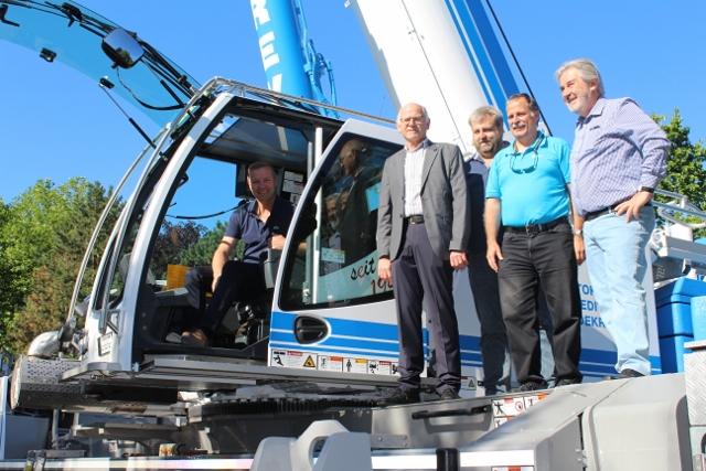 """Bürgermeister Mike Rexforth freut sich, dass einer weiter Schritt Richtung """"Zukunft"""" abgeschlossen ist."""