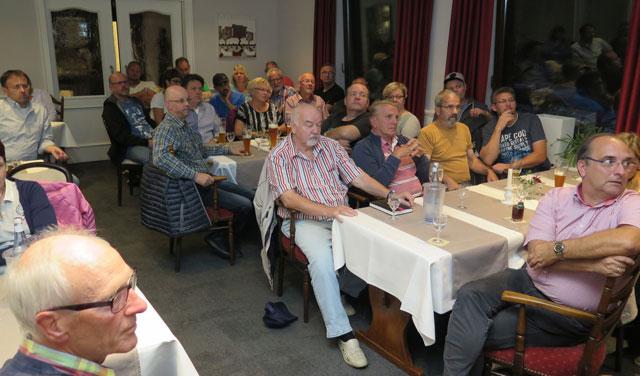 """Etwa 45 Brichter Bürger beteiligten sich am Dienstag an der zweiten Informationsveranstaltung zum Thema """"Glasfaser für Bricht"""". Foto: Helmut Scheffler"""
