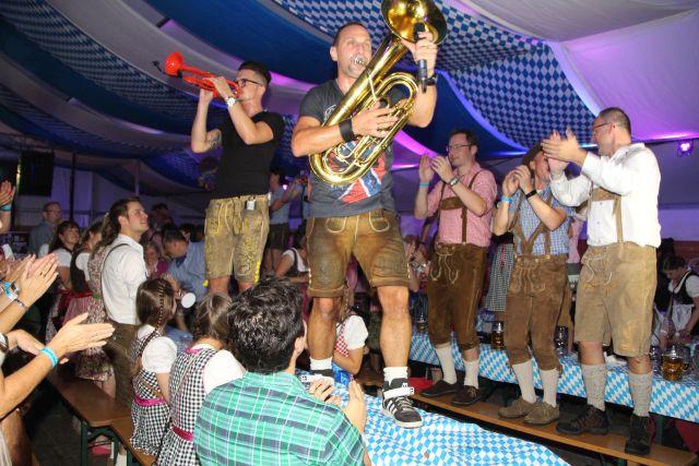 oktoberfest-schermbeck-2016-kilian-schuetzen-und-die-band-bamberger