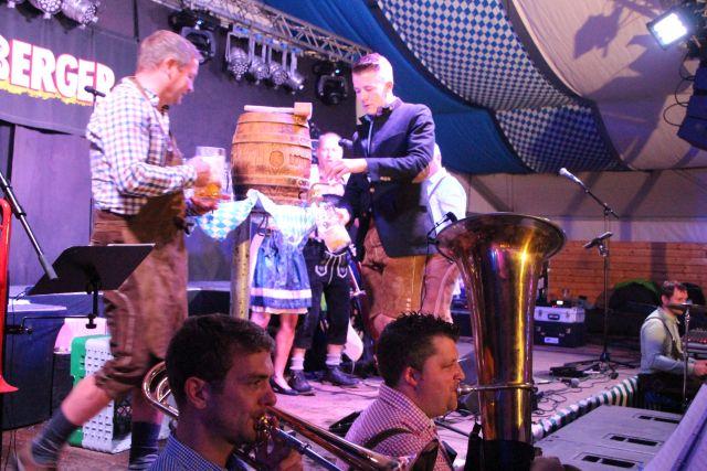 oktoberfest-schermbeck-2016-kilian-schuetzen-und-die-band-bamberger-42