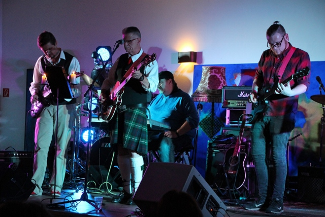 mc-bricht-greenland-pipes-und-drums-3