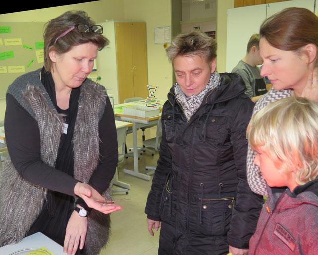 Das Fach Biologie beteiligte sich mit fachbezogenen Experimenten und Analysen am Tag der offenen Tür. Foto: Helmut Scheffler
