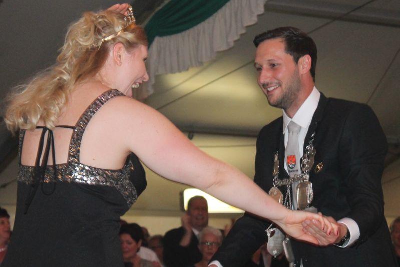 Die Majestäten bitten zum Tanz