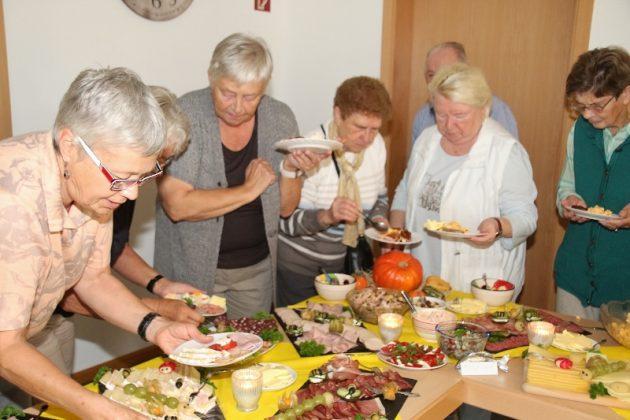 Frühstück im Bürgertreff Schermbeck mit Bürgermeister Rexforth und Reinhard Hoffacker als Gäste