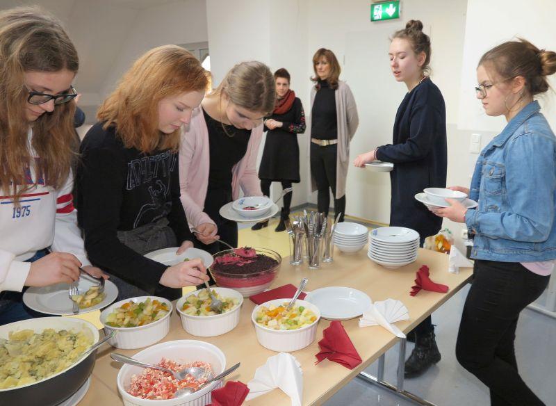 Jugendlichen in der Küche