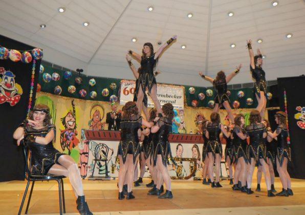"""Die Klever Showtanzgruppe """"Eclipse"""" beeindruckte zu später Stunde mit einer tänzerischen Glanzleistung voller akrobatischer Einlagen."""
