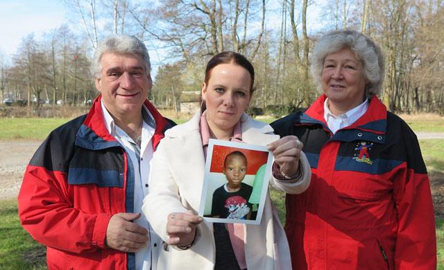 Gudrun Gerwien (r.) unterstützen Rashids Tante Nadine Shaw