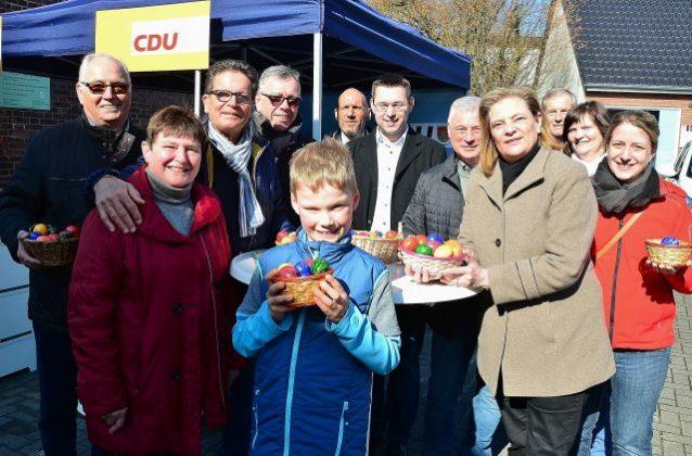 Staatssekretätin Sabine Weiss und charlotte Quik CDU am Osterstand der CDU Schermbeck 2018