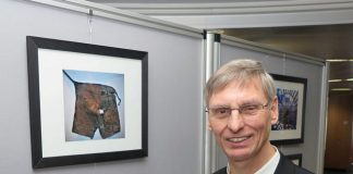 Pastor Klaus Honermann eröffnete eine Fotoausstellung des Bergbaus