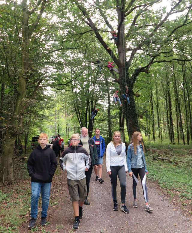 Jugendliche der Schermbecker Leichtathleten beteiligten sich an den Tagen des Waldes