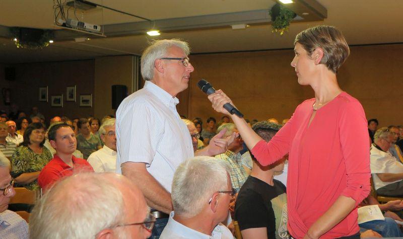 Moderatorin Katrin Reuscher
