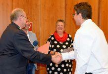Ernennungsurkunden für neue Feuerwehrleute Schermbeck