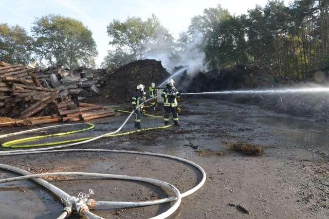 Feuerwehr Schermbeck Gahlen im Einsatz in einer Holzfirma in Gahlen