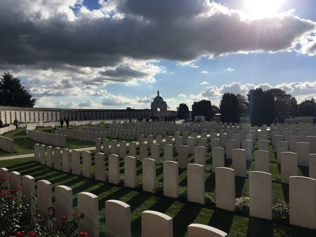 Schermbecker Gesamtschüler und -schülerinnen besuchen Ypern und gedenken der Toten des Ersten Weltkrieges
