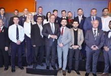 Ministerpräsident Armin Laschet verleiht die Rettungsmedaille des Landes Nordrhein-Westfalen an 21 Bürgerinnen und Bürger